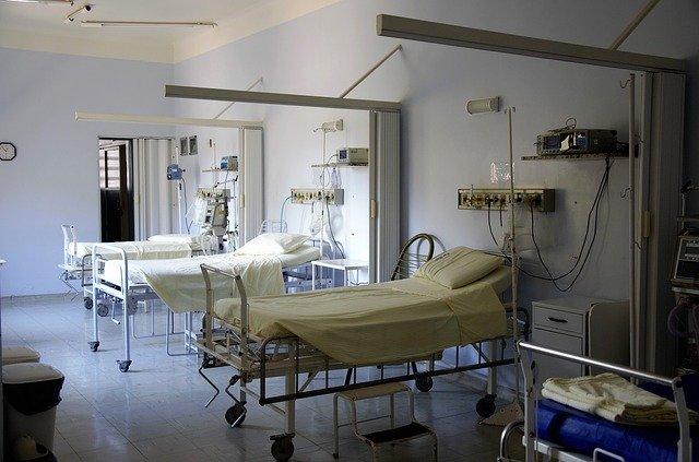 в больницах Москвы введены ограничения